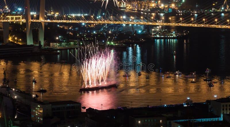 Festival internacional de los fuegos artificiales en Vladivostok. fotografía de archivo