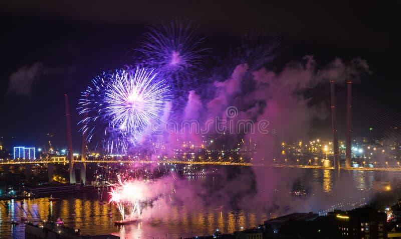 Festival internacional de los fuegos artificiales en Vladivostok. fotos de archivo libres de regalías