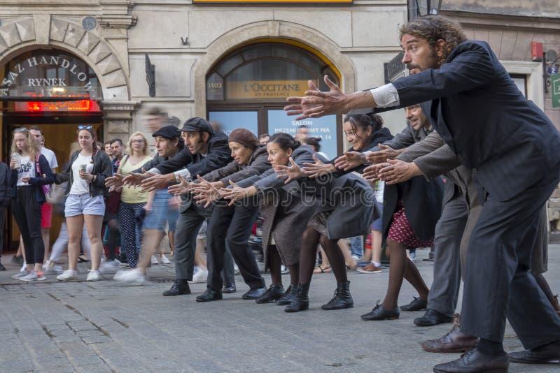 Festival internacional de los teatros ULICA de la calle en Cracow_Kamchatka, España imagen de archivo