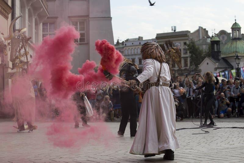 Festival internacional de los teatros ULICA de la calle en Cracow_Opening imagenes de archivo