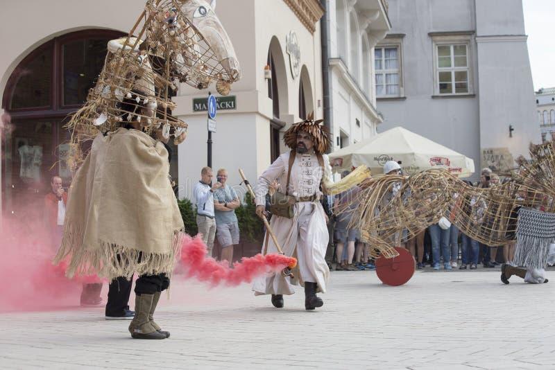 Festival internacional de los teatros ULICA de la calle en Cracow_Opening imágenes de archivo libres de regalías