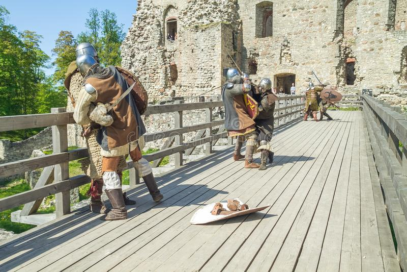 Festival medieval en el castillo de Livonian imagenes de archivo