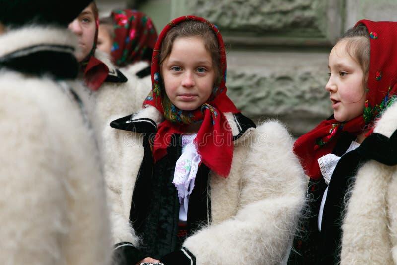 Festival roumain dans le costume traditionnel photo libre de droits