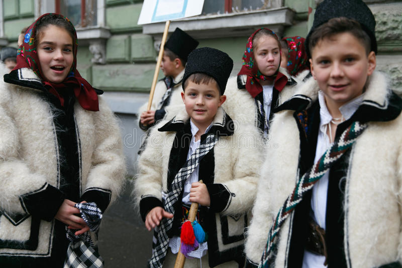 Festival roumain dans le costume traditionnel image libre de droits