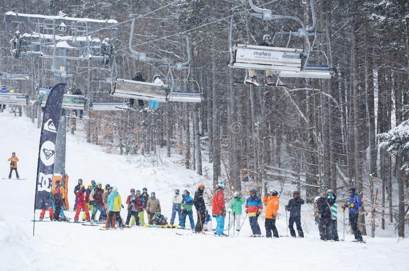 Festival van de winter het extreme sporten in het park van de bergsneeuw royalty-vrije stock foto
