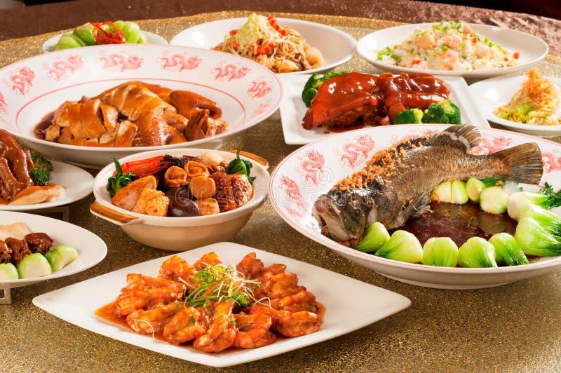 Festivalvermögensmittagessen- oder -abendessenbuffet in der chinesischen Art in Asien lizenzfreies stockfoto