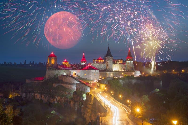 Festivalvuurwerk over het kasteel stock fotografie