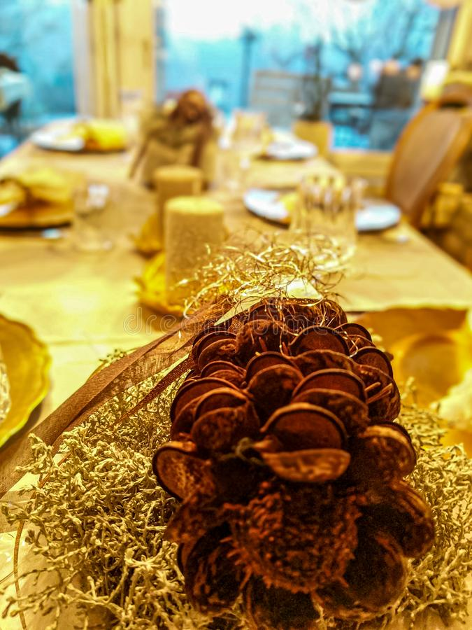 Free Festive Christmas Table With Pinecone Decoration Royalty Free Stock Photos - 168024128