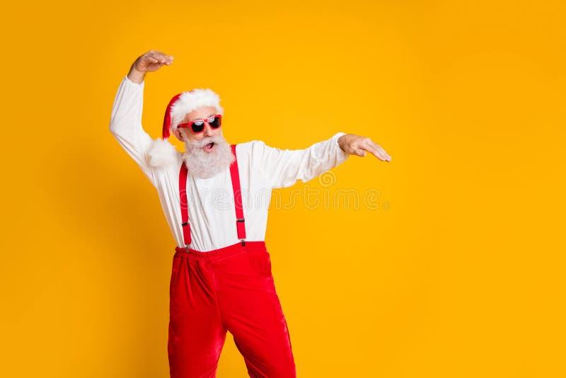 Festive-clubbing op feestjes van de X-mas-partij Portret van grappige santa claus hipster in het rood met de pret op kerstfeest stock fotografie