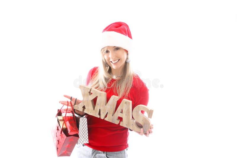/Festive-Frau, die ein hölzernes Weihnachtszeichen hält lizenzfreie stockbilder