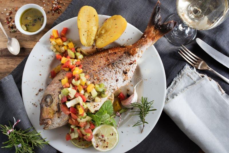 Festively voorbereide vissen stock afbeeldingen