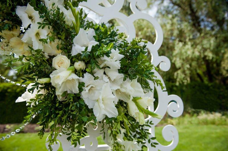 Festivo meravigliosamente decorato dei fiori immagini stock