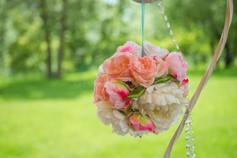 Festivo meravigliosamente decorato dei fiori Deco di nozze fotografia stock libera da diritti