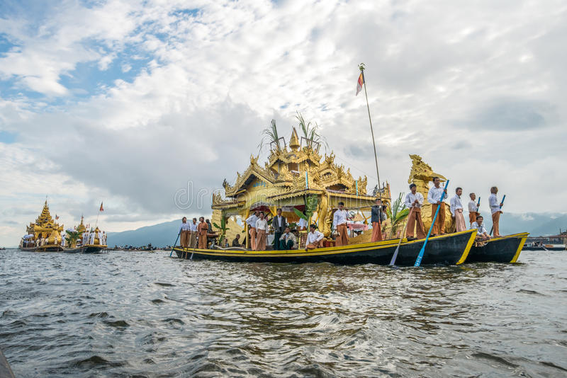 Festiwal Phaung kawki Oo pagoda przy Inle jeziorem Myanmar zdjęcia royalty free