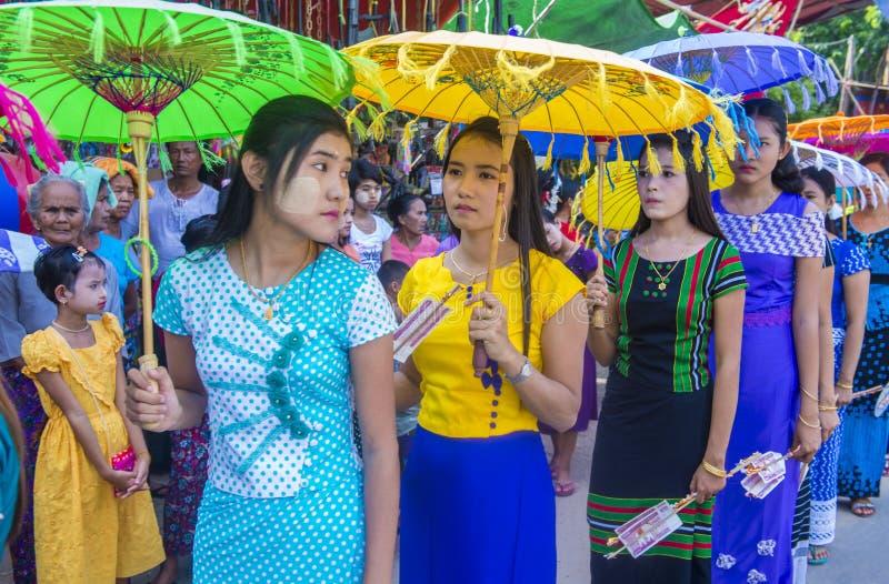 Festiwal w wiosce blisko bagan Myanmar zdjęcia stock