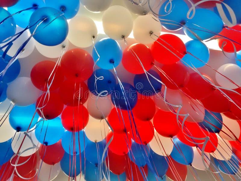 Festliche Ballone von verschiedenen hellen Farben lizenzfreies stockbild