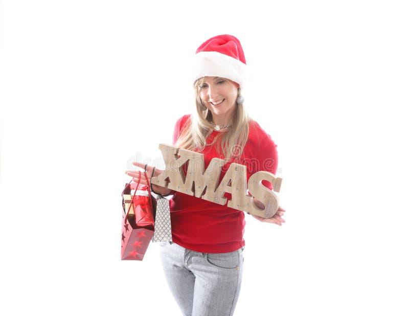 Festliche Frau, die ein Weihnachtszeichen hält stockfoto