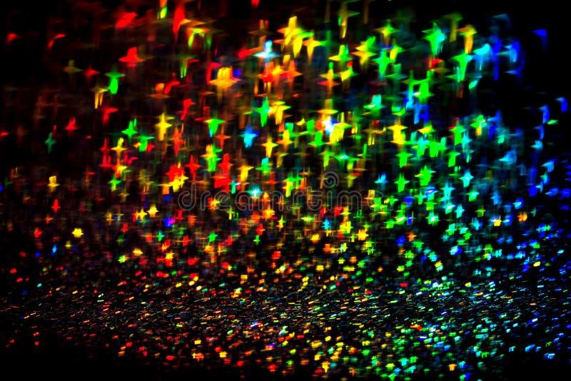 Festlicher Neonlichtstern erweitert sich lokalisiert auf schwarzem Hintergrund stockfoto
