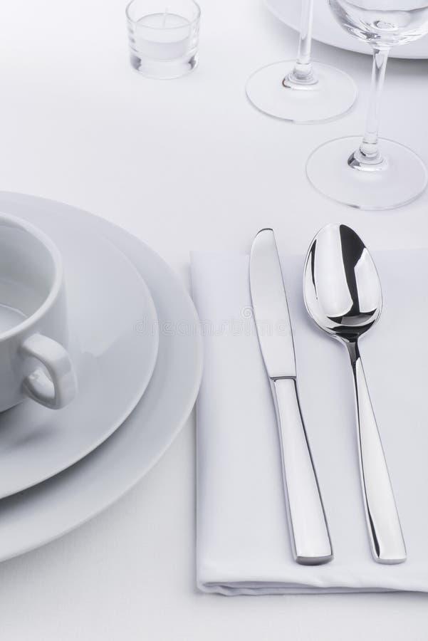 Festlicher Restauranttabellensatz lizenzfreies stockbild