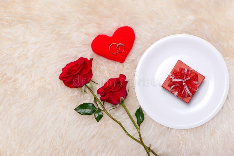 Festliches Gedeck für Heirats-, Valentinsgrußtag, Geburtstag oder A stockfotografie