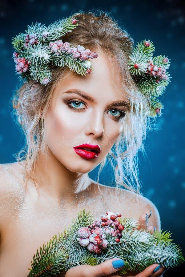 Festliches Make-up und Frisur lizenzfreie stockfotografie