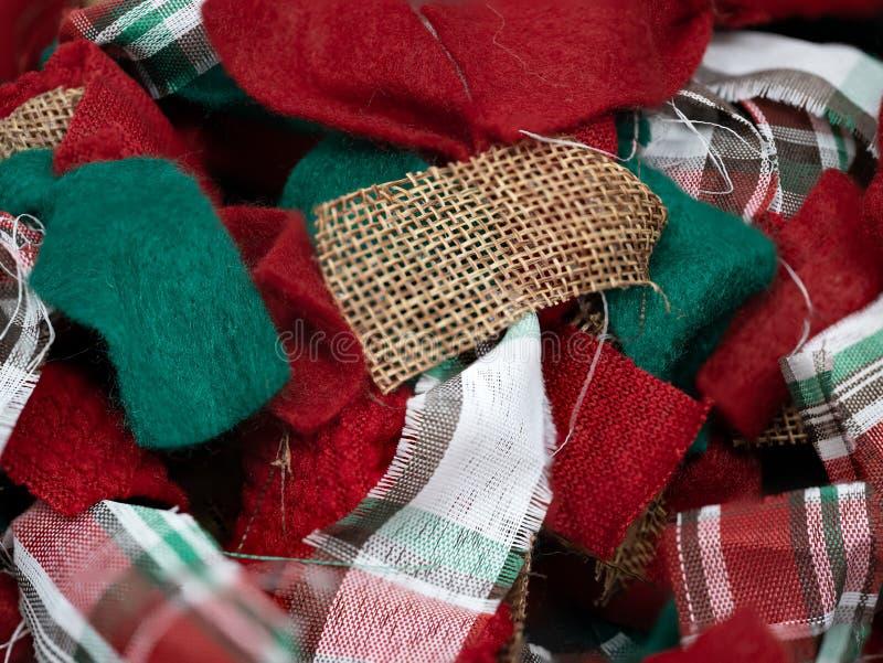 Festliches Weihnachtsroter, grüner und weißer Lappenleinwandplaid-Gewebehintergrund lizenzfreie stockbilder