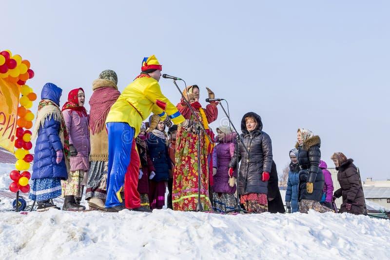 Festlichkeiten an der russischen Feier von Maslenitsa beim Chur stockfotografie