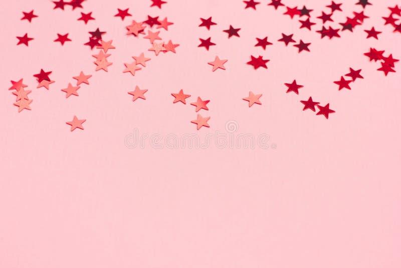 Festlig bakgrund för pastellfärgade rosa färger med metalliska konfettier royaltyfri illustrationer