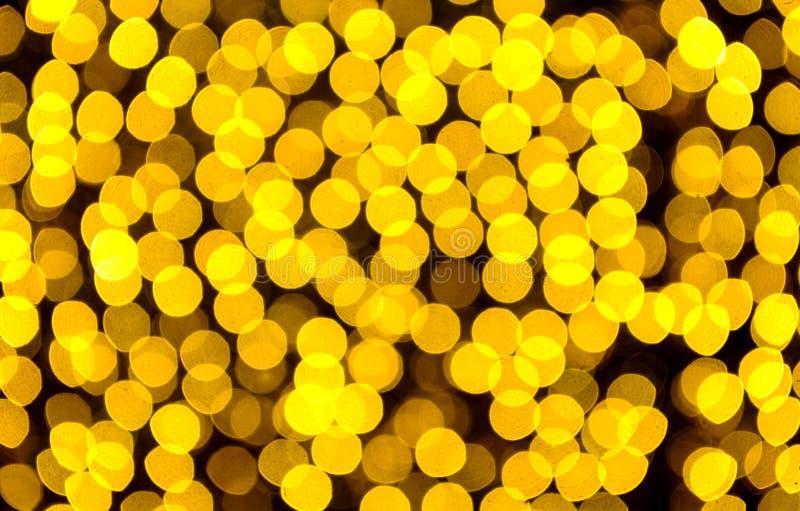 Festlig bakgrund med naturlig bokeh och ljusa guld- ljus arkivbild