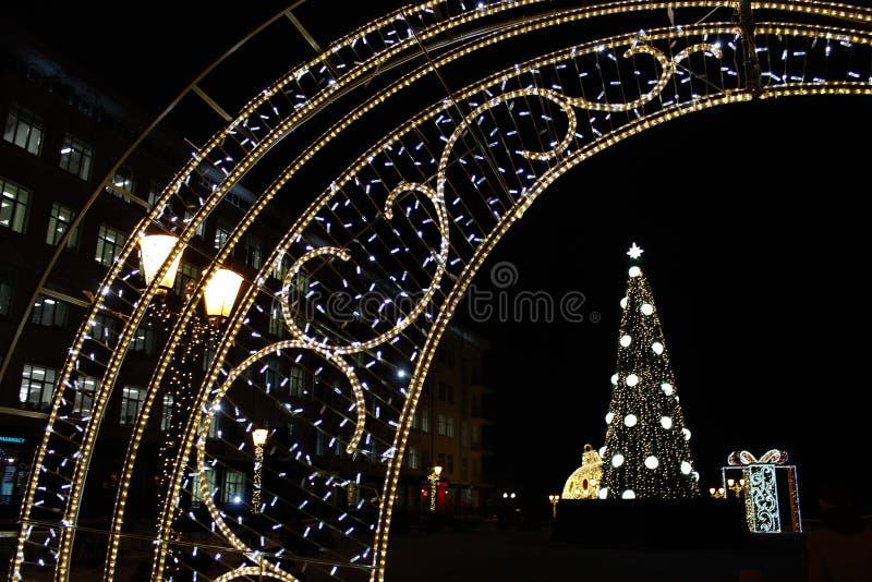 Festlig garnering av staden för jul och nytt år stads- liggande Härlig bakgrund fotografering för bildbyråer
