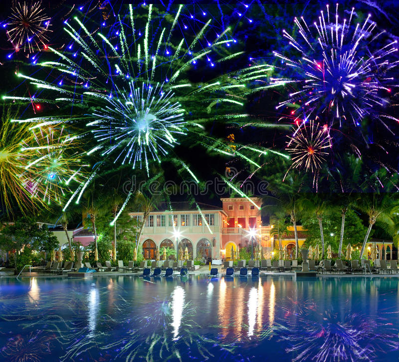 Festlig nytt års fireworks.tropical-ö royaltyfria foton