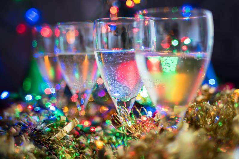 Festligt, jul, bakgrund för nytt år med mousserande vin och skinande bok royaltyfri foto