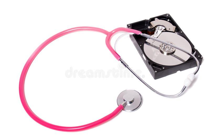 Festplattenlaufwerk des Computers mit rosa Stethoskop lizenzfreies stockbild