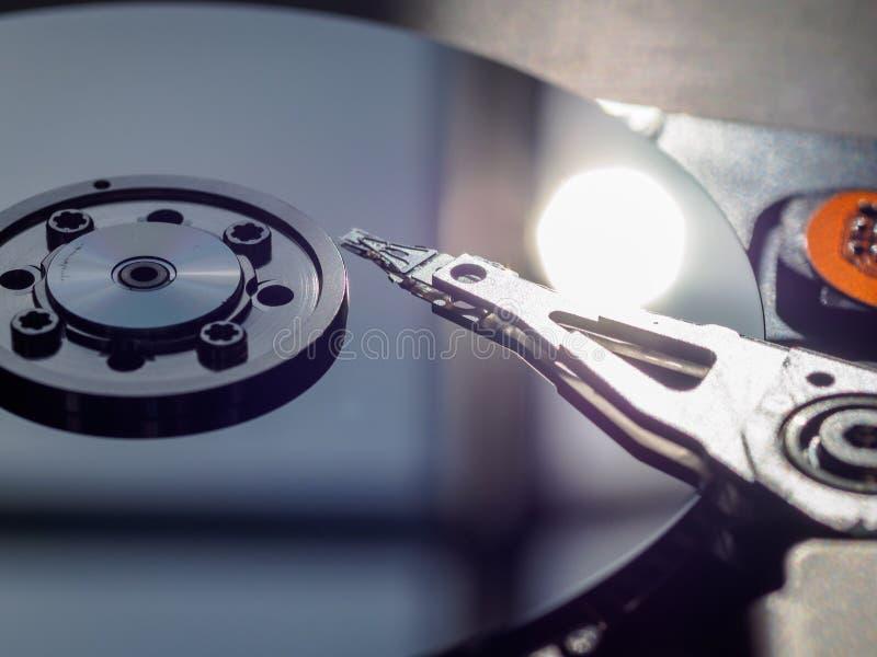 Festplattenlaufwerk des offenen PC stockbild