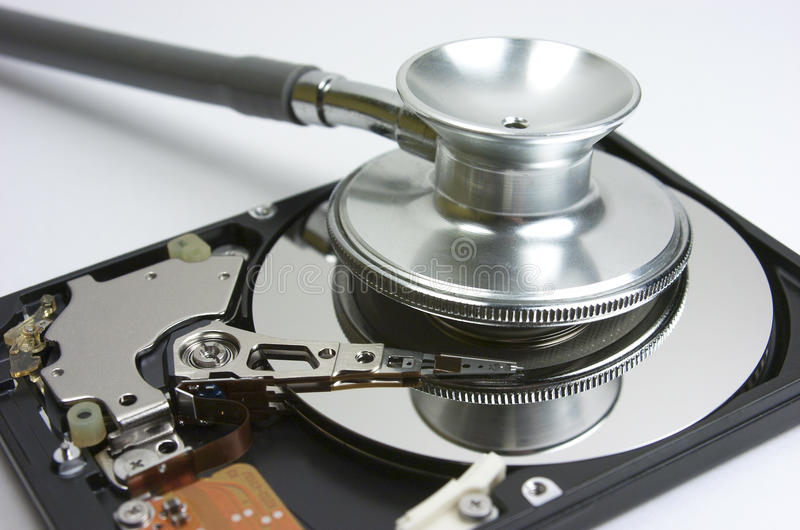 Festplattenlaufwerk. Stethoskop lizenzfreie stockfotos