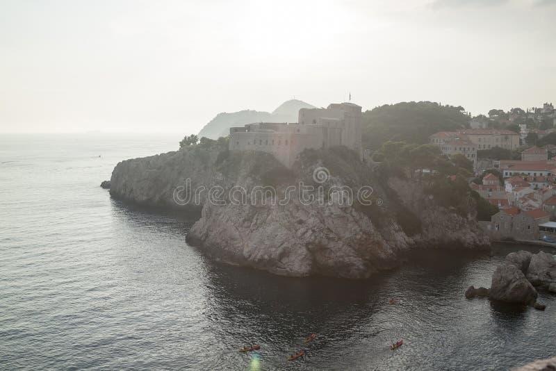 Festungen Lovrijenac und Bokar herein gesehen von den Festungsw?nden stockbild