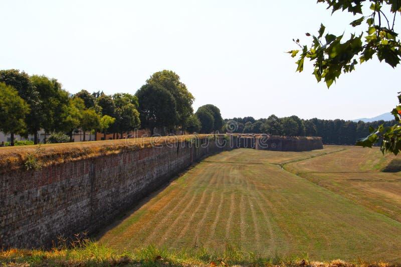 Festungswand in der Stadt von Lucca stockfoto