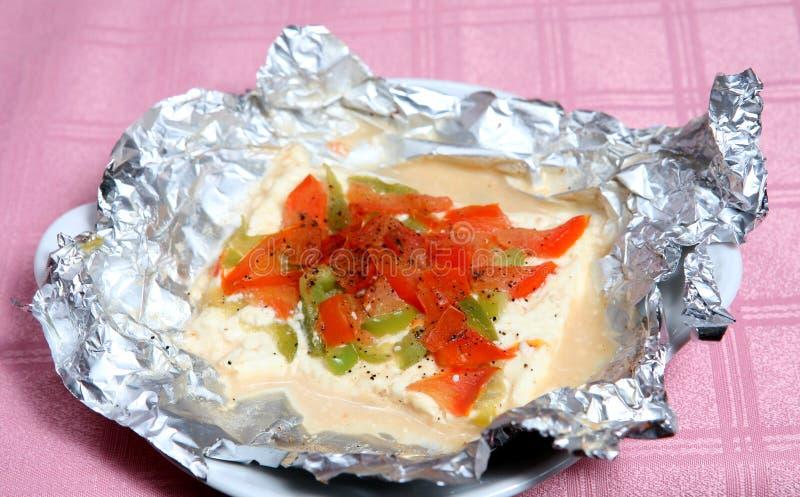 Feta cuit au four par taverna grec avec des légumes photographie stock libre de droits