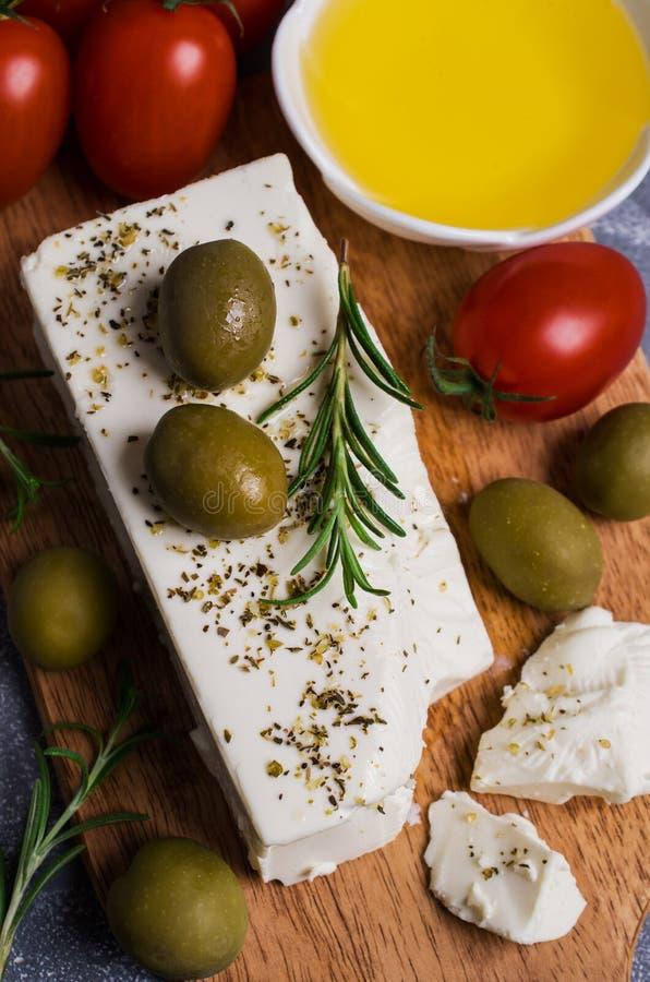 Feta del formaggio con le olive fotografia stock libera da diritti
