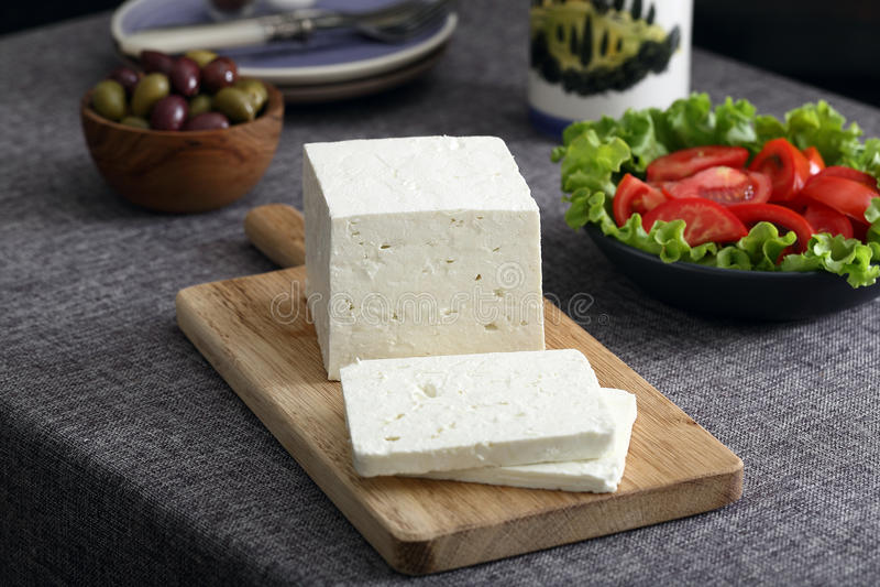 Feta-kaas met olijven en tomaten royalty-vrije stock foto's
