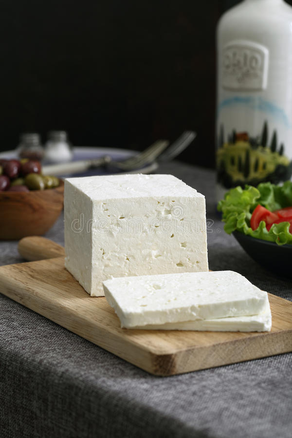 Feta-kaas met olijven en tomaten stock afbeelding