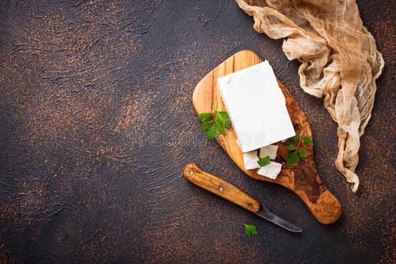 Feta-kaas op roestige achtergrond stock foto
