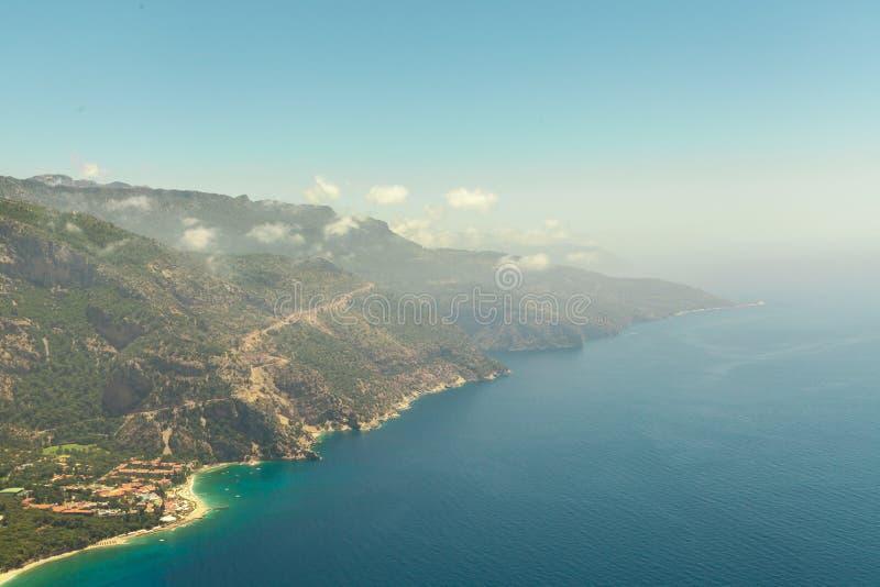 Fethiye Turkiet - panoramautsiktBelcekiz strand Oludeniz blå lagun Fethiye från luft eller surret medelhavs- viareggio för kust arkivbilder