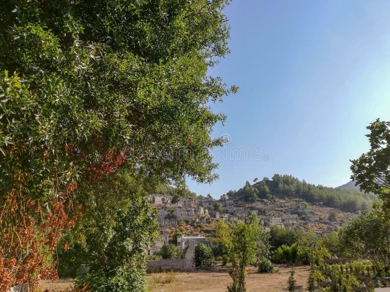 Fethiye, Turquía - el pueblo griego abandonado de Kayakoy, Fethiye, Turquía Casas griegas viejas, costa mediterránea cercana koy  foto de archivo libre de regalías