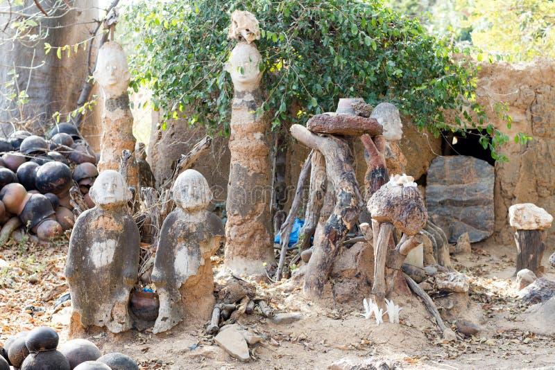Fetisch in Lobi-Dorf stockbild