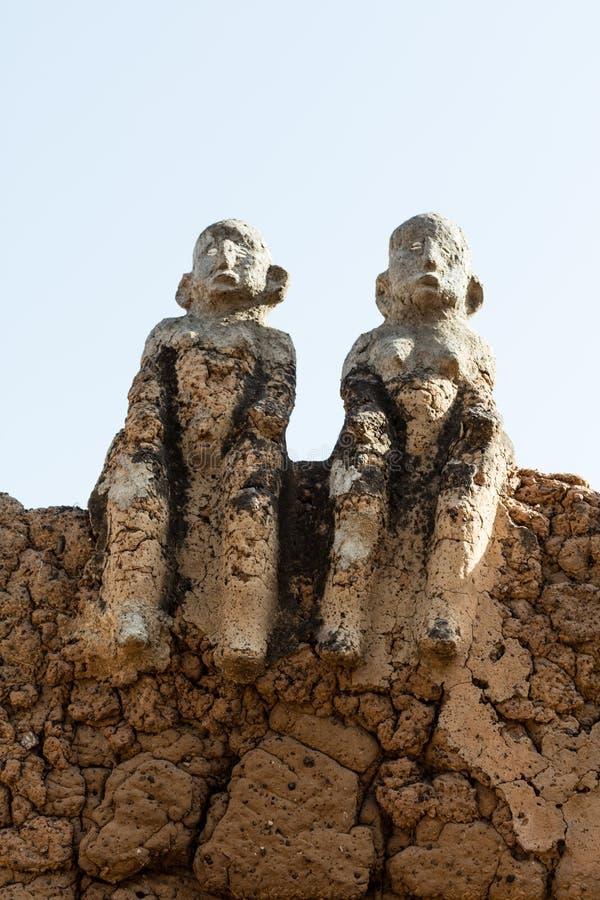 Fetisch in Lobi-Dorf stockbilder