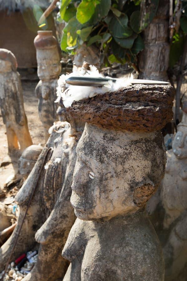 Fetisch in Lobi-Dorf lizenzfreie stockbilder