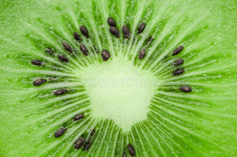 Fetta concentrare di kiwi fresco immagine stock