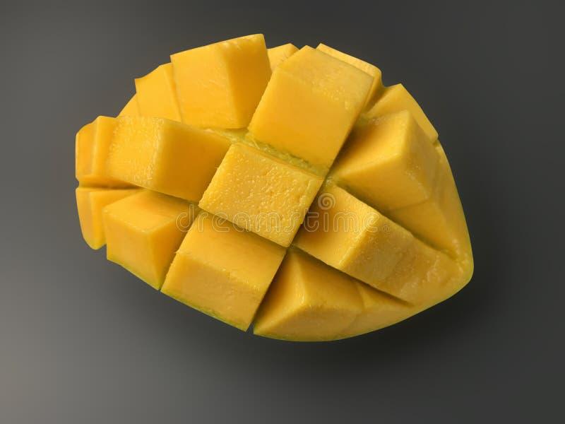 Fetta del mango con i cubi su fondo scuro con il percorso di ritaglio fotografia stock