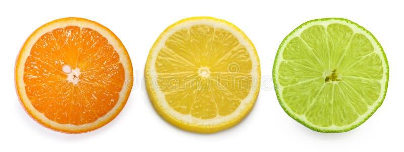 Fetta dell'agrume, arancia, limone, calce, isolata su fondo bianco fotografia stock